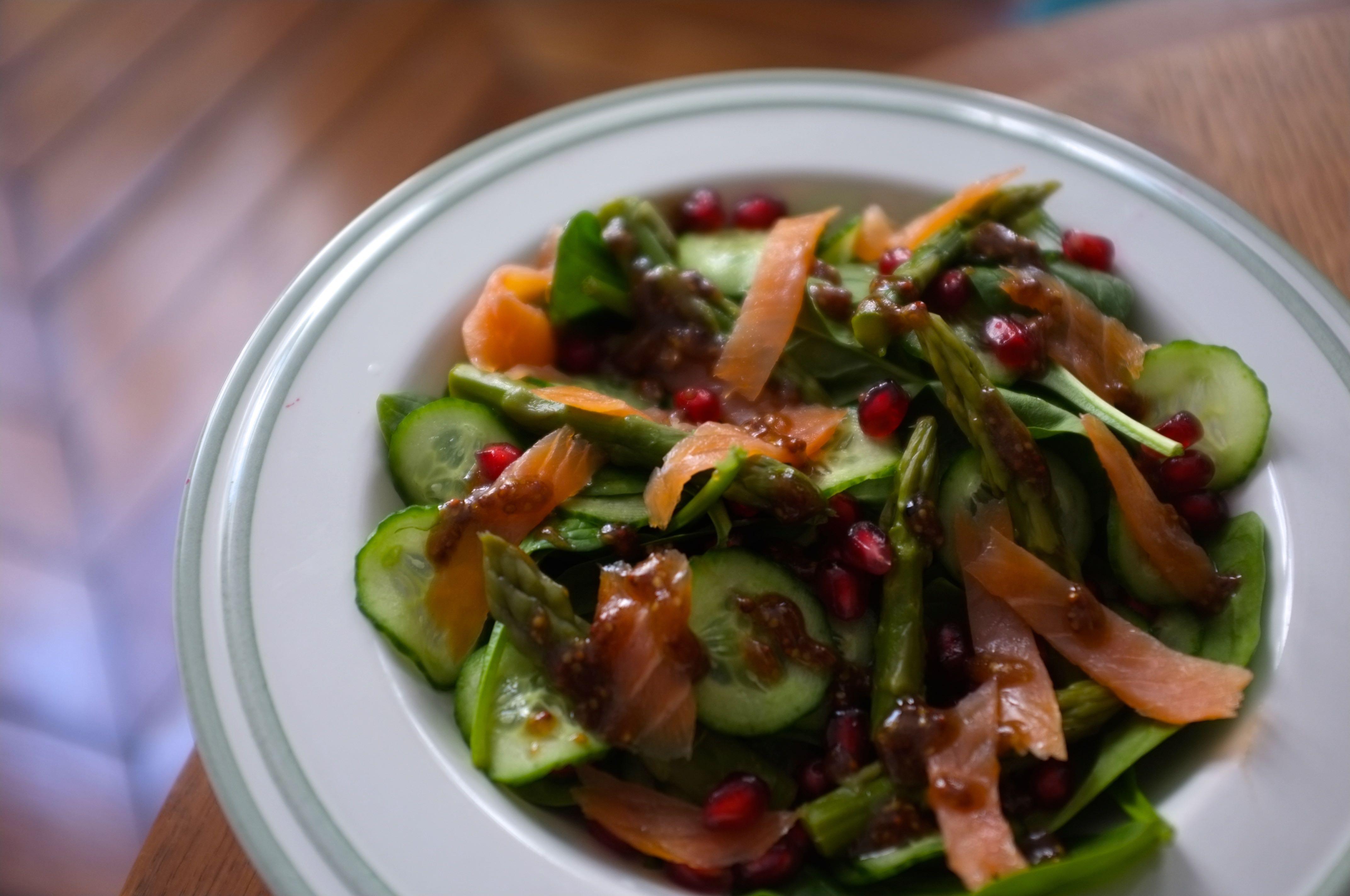 salade de saumon concombre et asperges vertes. Black Bedroom Furniture Sets. Home Design Ideas
