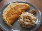 Omelette soufflée et salade d'endives aux noix